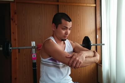 肩の痛みを解消するストレッチ1