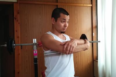 肩の痛みを解消するストレッチ2