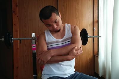 肩の痛みを解消するストレッチ3