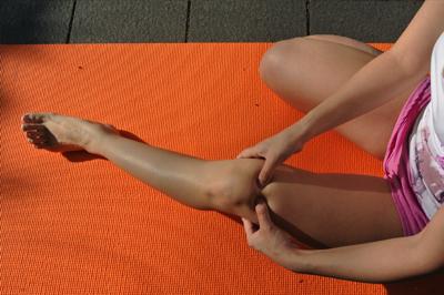 膝周りのマッサージ