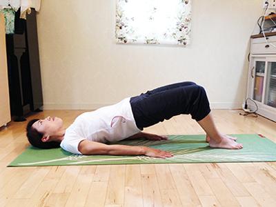 背筋の筋トレ方法:スパインヒップリフト