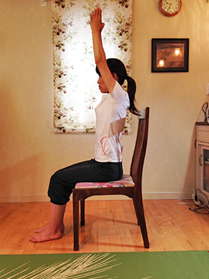 腰痛改善に役立つ座ったままのドローイン