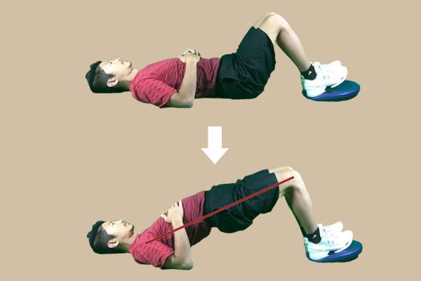 ヒップリフト実践時は、体幹部が一直線になるように注意しましょう
