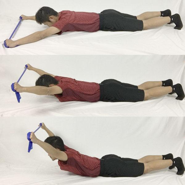 バンドスーパーマンで菱形筋を鍛えてなで肩を改善する