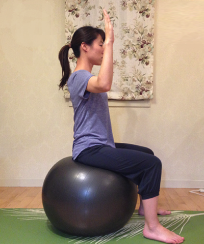 バランスボールを使ってインナーマッスルを強化する方法4