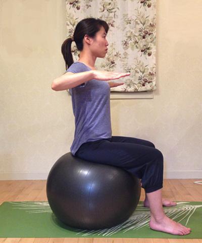 バランスボールを使ってインナーマッスルを強化する方法6