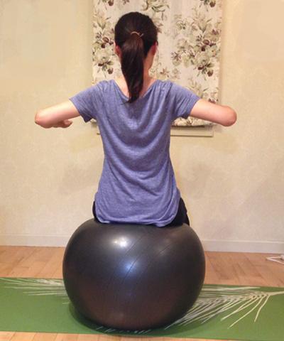 バランスボールを使ってインナーマッスルを強化する方法7