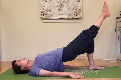 上級者向けの腰痛改善筋トレのシングルレッグブリッジ