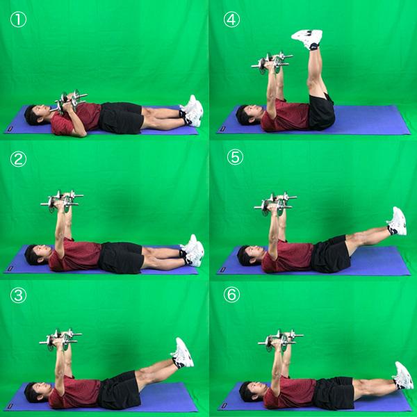 ダンベルを使ってさらに体幹部を刺激するレッグレイズ