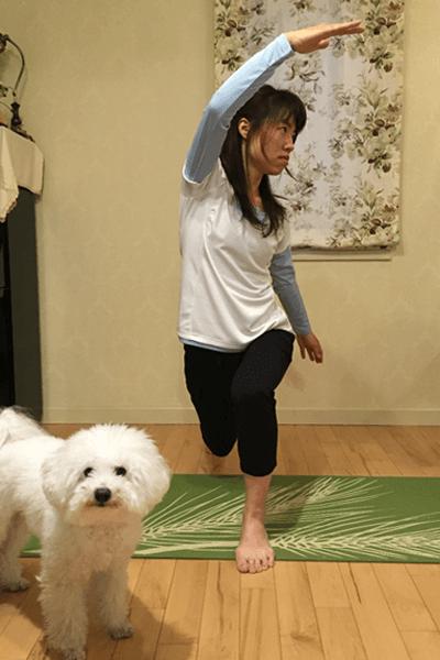 股関節と膝関節の屈曲・伸展筋群/脊柱の側屈させるダイナミックストレッチ