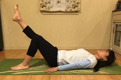 腹部深層筋の安定化+股関節の可動させる腹筋2