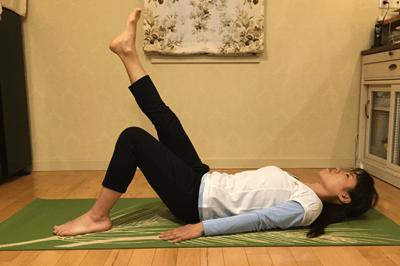腹部深層筋の安定化+股関節の可動させる腹筋3
