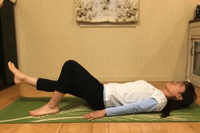 腹部深層筋の安定化+股関節の可動させる腹筋4