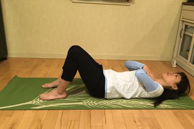 腹直筋を鍛えるクランチの方法1