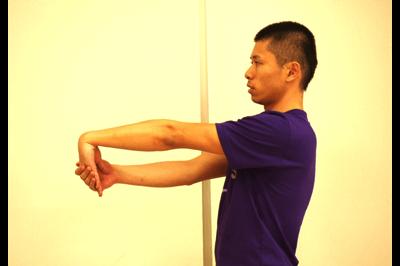 手首の屈曲ストレッチ2