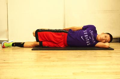 側臥位 (横向きで寝る)大腿四頭筋のストレッチ