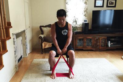 チューブを応用させた腹筋トレーニング