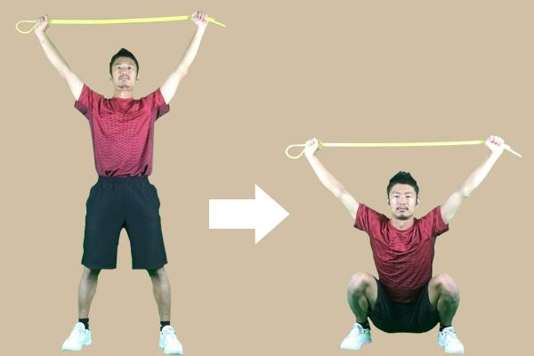 オーバーヘッドスクワットの実践方法としてまずはバーベルなどを活用して練習する