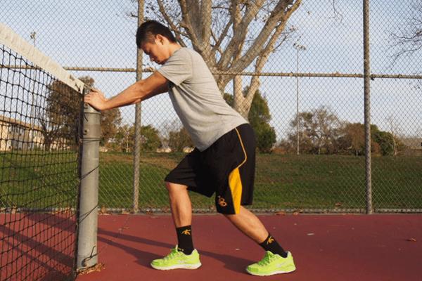 ヒラメ筋のストレッチ:前方へ体重をのせる