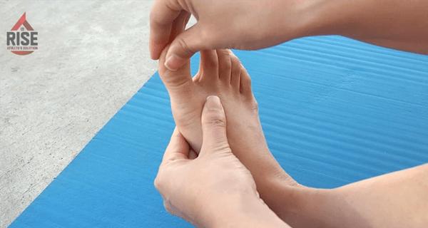 外反母趾の緩和に役立つ親指回し
