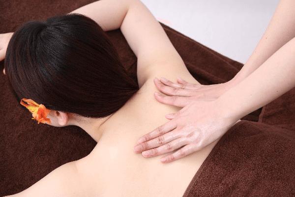 筋肉を緩める方法:マッサージ