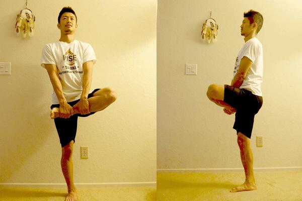 立ったままお尻の筋肉をストレッチする方法