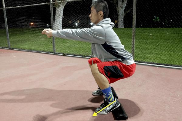スクワットの動作中はつま先へ体重がかかっているかを意識