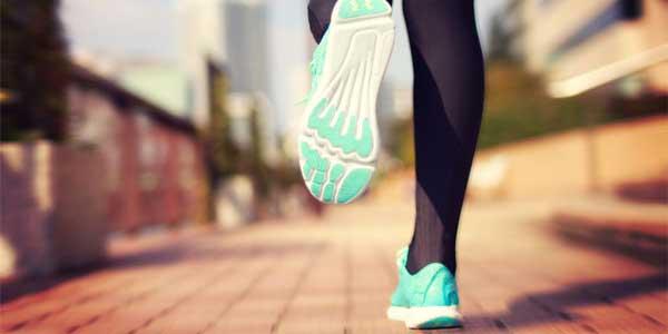 ランニングなどは片足立ちになっているため、片足のトレーニングは有益