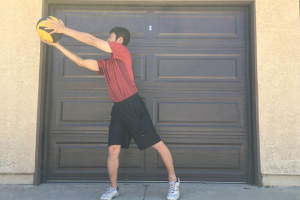 メディスンボールを使った実践的な体幹トレーニング3