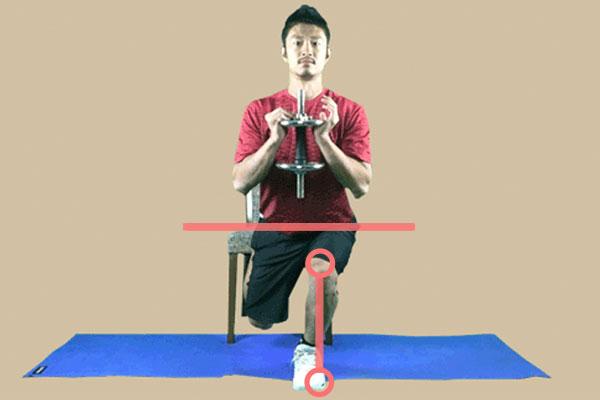 ダンベルブルガリアンスクワットの注意点の骨盤の位置と膝の方向