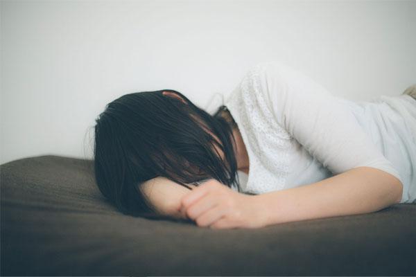 寝過ぎも肩こりの原因の一つ